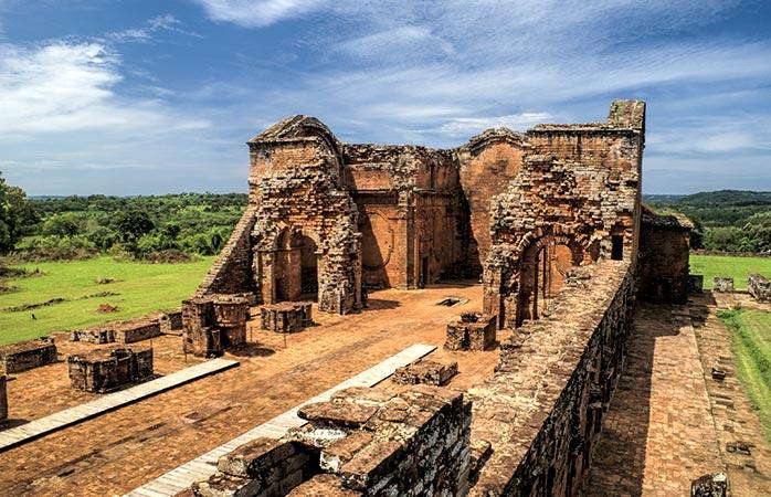 Zie de geweldige Jezuïeten-ruïnes nabij Encarnación in Paraguay