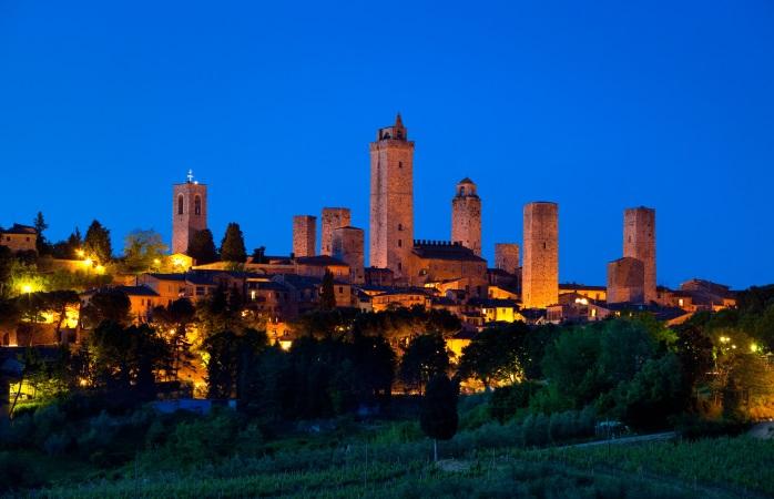 Een aantal van de vele torens die San Gimignano rijk is