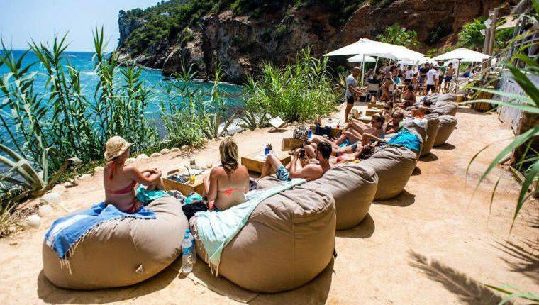 Ibiza zonder clubbing: 10 tips voor een relaxte vakantie