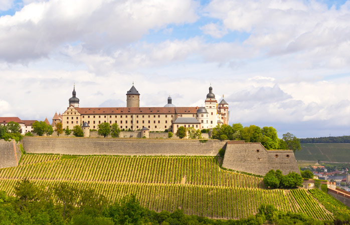 Wat een uitzicht: Festung Marienberg omringd door wijngaarden