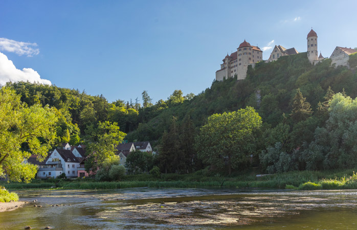 Hoog bovenop de groene heuvels – Kasteel Harburg