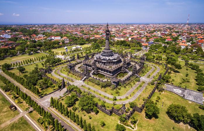 Met surf- en duikplekken van wereldniveau en een groot aantal culturele, historische en archeologische bezienswaardigheden, is Bali een geliefde vakantiebestemming.