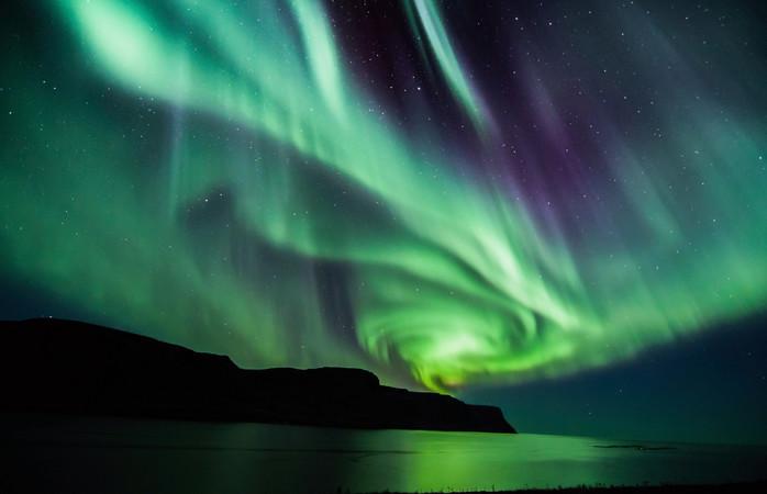 IJsland is koud en donker in februari en daardoor het perfecte moment om het Noorderlicht te spotten.