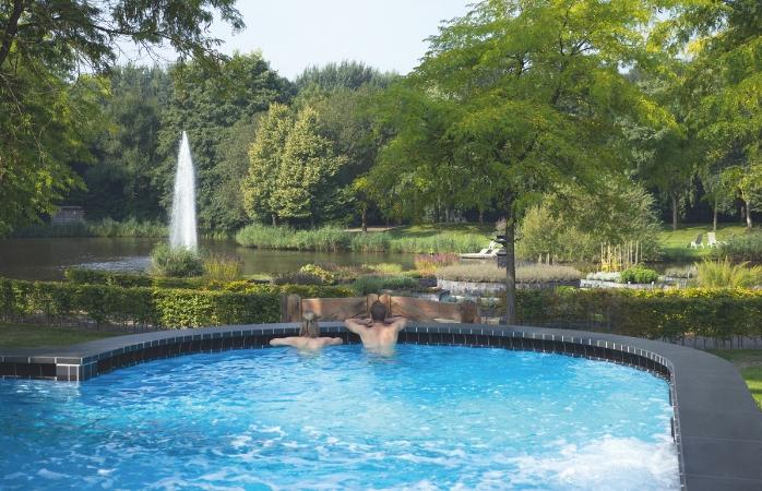 Geniet van het van heerlijke bronwater in de thermale baden - Fontana Resort