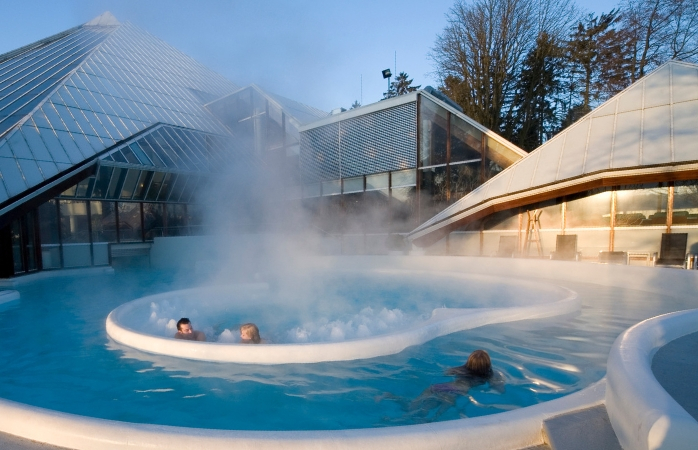 De baden van Thermae 2000 zijn gevuld met natuurlijk thermaal water, rechtstreeks uit de Cauberg - Thermae 2000.
