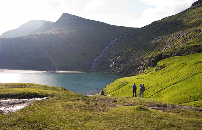 De rotsige kloven en weelderige valleien van de Faeröer Eilanden zijn ongeëvenaard © Stig Nygaard