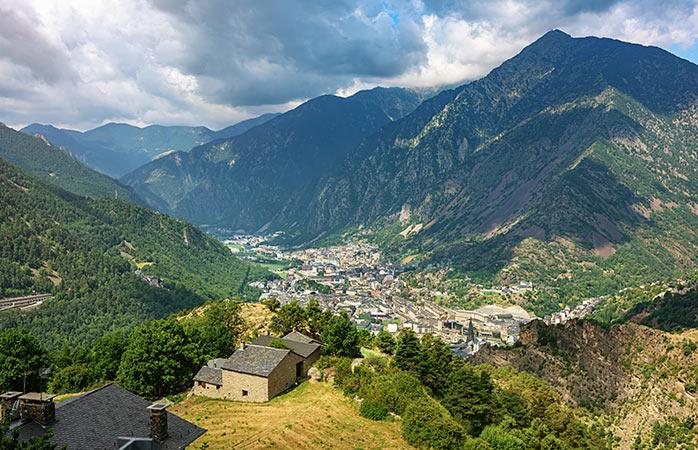 Andorra La Vella in de Pyreneeën ligt er fraai bij