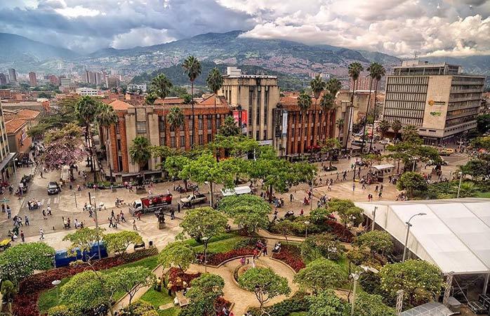 De dagen van de beruchte Pablo Escobar zijn lang vervlogen en Medellín is nu een bruisende, kosmopolitische juweel van een stad