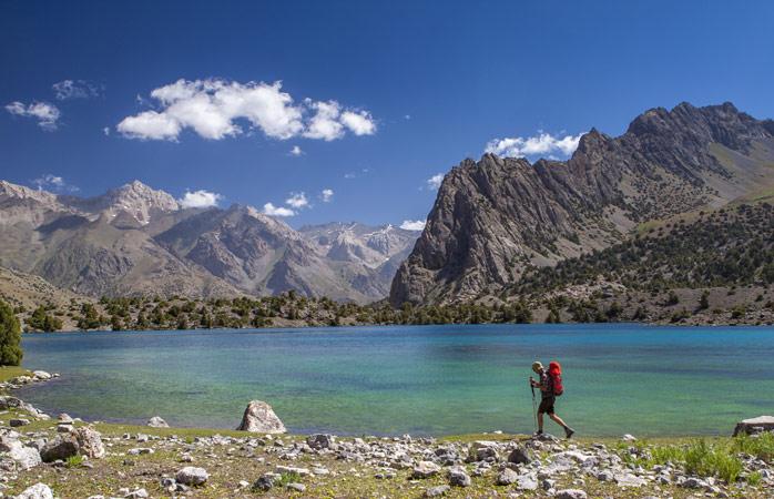 De prachtige vergezichten van Tadzjikistan zie je het best tijdens een wandeling in de bergen