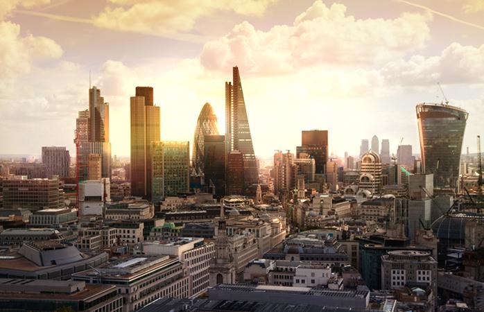 Een prachtig uitzicht over Londen terwijl de zon onder gaat
