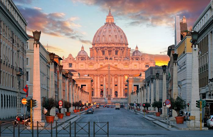Uitzicht op de Sint-Pietersbasiliek in Vaticaanstad