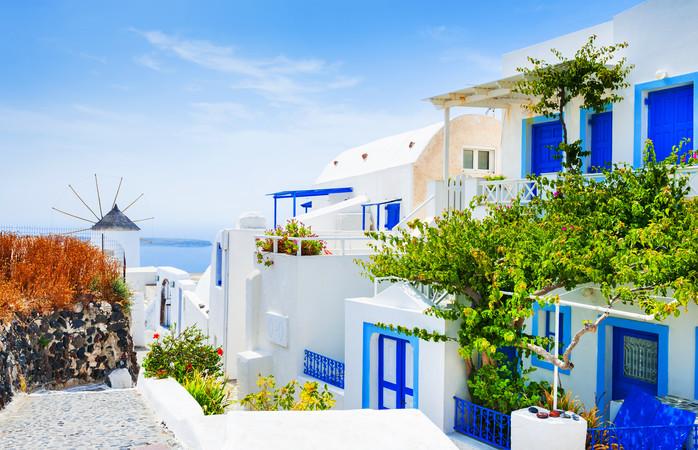 De iconische witte architectuur op Santorini, Griekenland