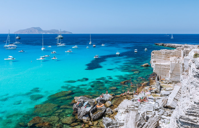 In het Zuid-Italiaanse Sicilië schijnt de zon volop in Juni.