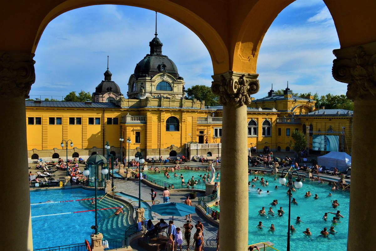 Eén van de thermale baden in Boedapest.