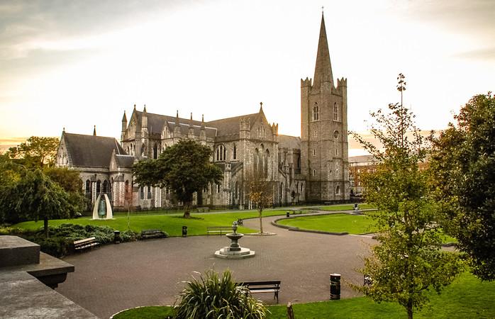 St. Patricks Park met de St Patrick Kathedraal in Dublin, Ierland.