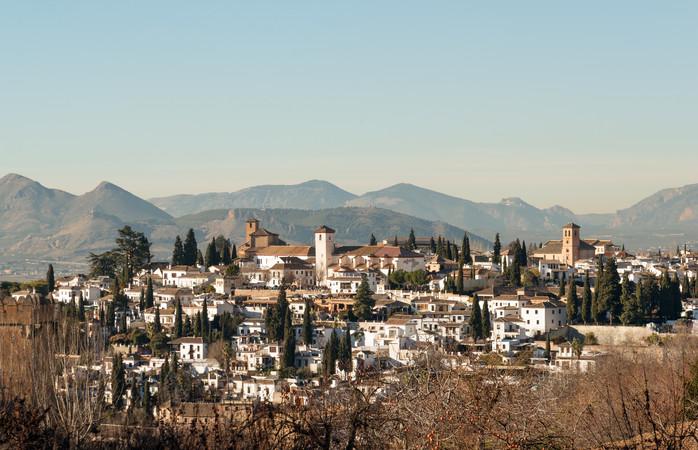 Panoramisch uitzicht over de Moorse Albaicin wijk van Granada